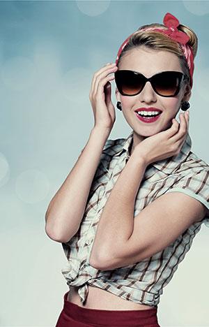 Retro dame med solbriller